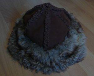 Mütze mit Fellbesatz Fertig